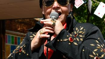 on-the-road-with-shelvis-australias-only-female-elvis-impersonator-1491506324